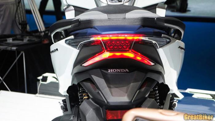 Honda Forza 300 ឆ្នាំ ២០១៨ ថ្លៃជាង ៦ ពាន់ដុល្លារ អាចជិះលឿនបំផុតដល់ប៉ុន្មាន?